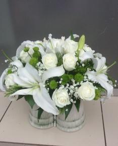 Beyaz çiçek arajmanı